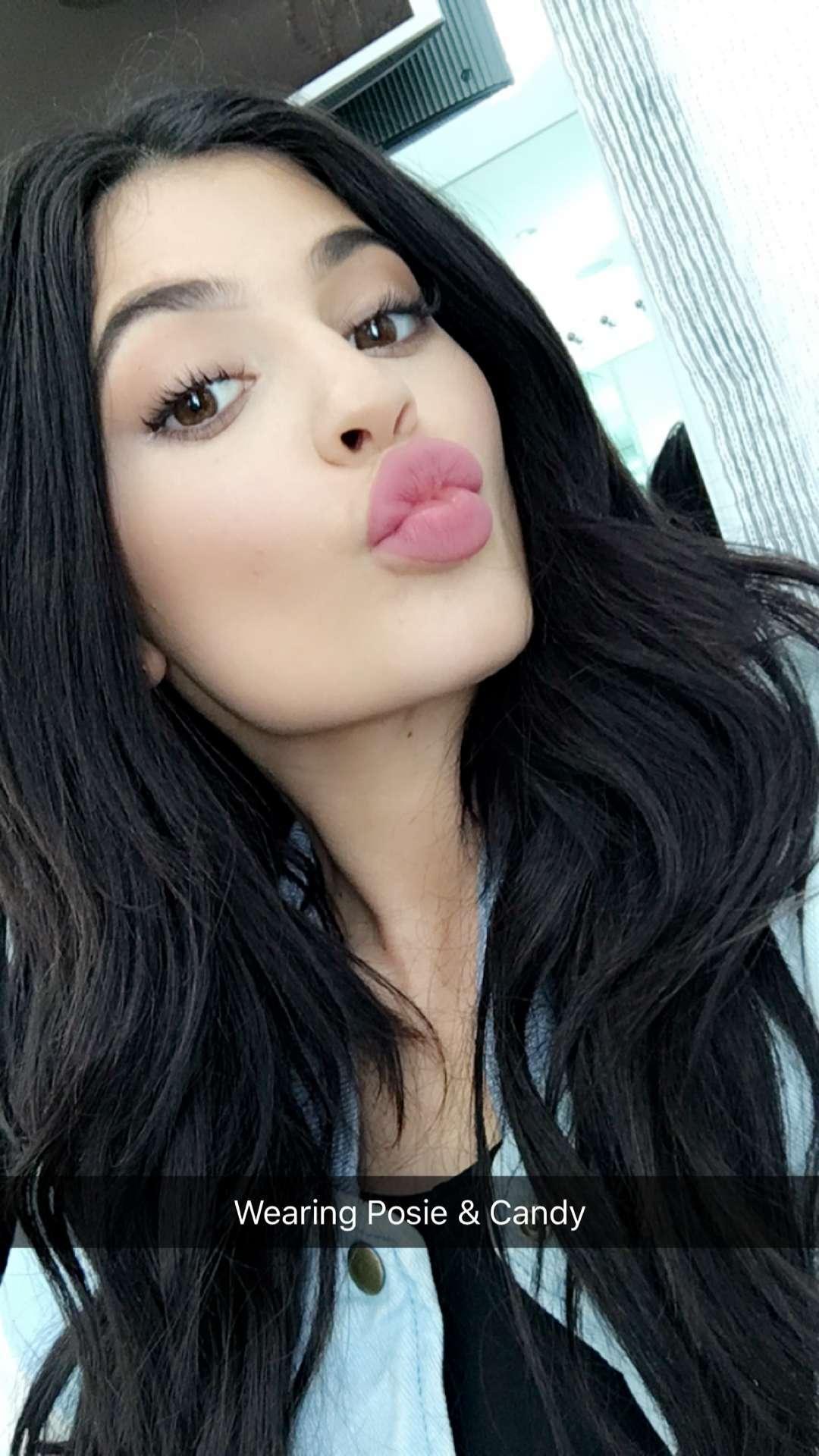 Kylie Jenner Iphone Wallpaper